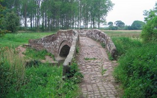 cobbles hockenhull platts cheshire ancient bridge