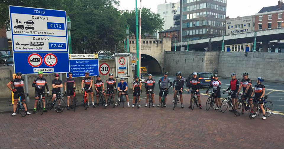 d2d cyclists-group photo liverpool tunnel entrance