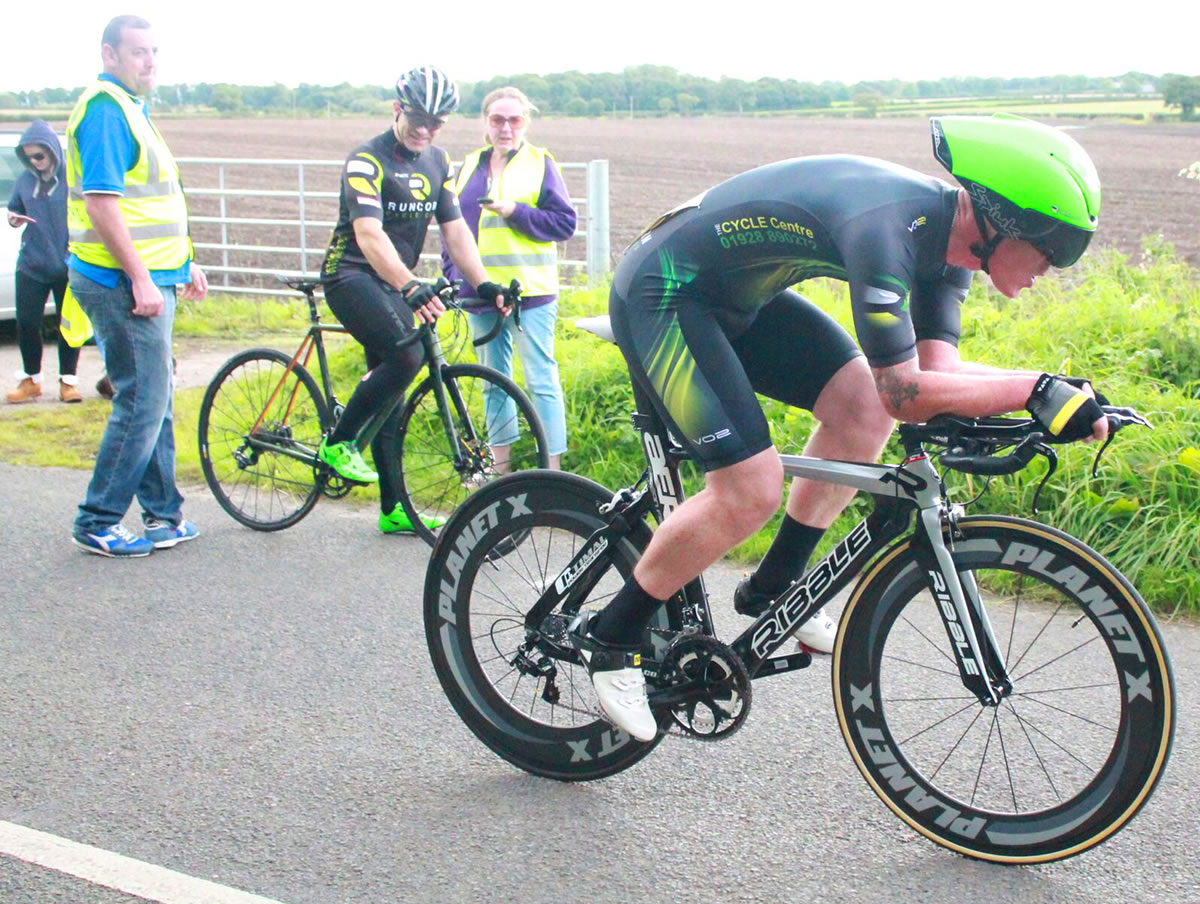Mike Leadbeater time trial rider