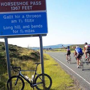 horseshoe-pass-cycling-min